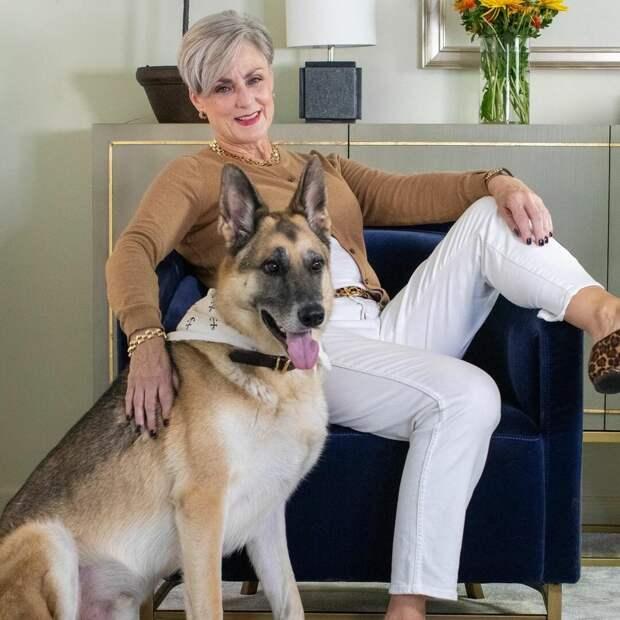 61-летняя модница наглядно показывает как можно выглядеть стильно после 50 лет