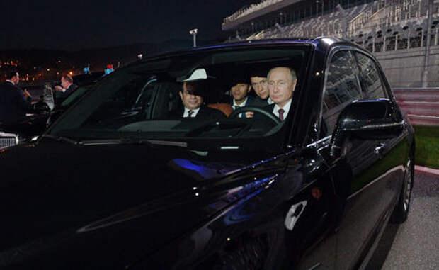 Путин прокатил президента Египта на Аурусе Сенат