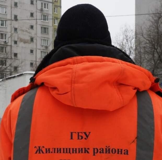 В Дмитровском устранят наледь