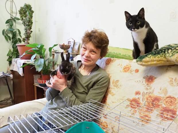 Елена и спасенный кролик/Ольга Чумаченко
