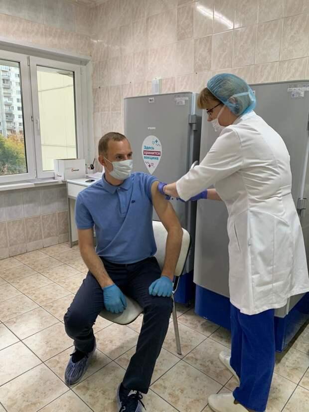 Префект СВАО Алексей Беляев сделал вторую прививку от коронавируса