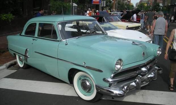 Ford Customline 1953 © Wikimedia Commons