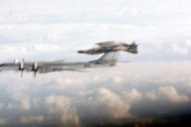 Раскрыта история «бочки» американского истребителя вокруг Ту-95