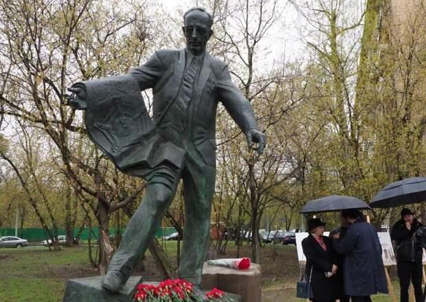 Церемония открытия памятника Алабяну прошла в Малом Песчаном переулке