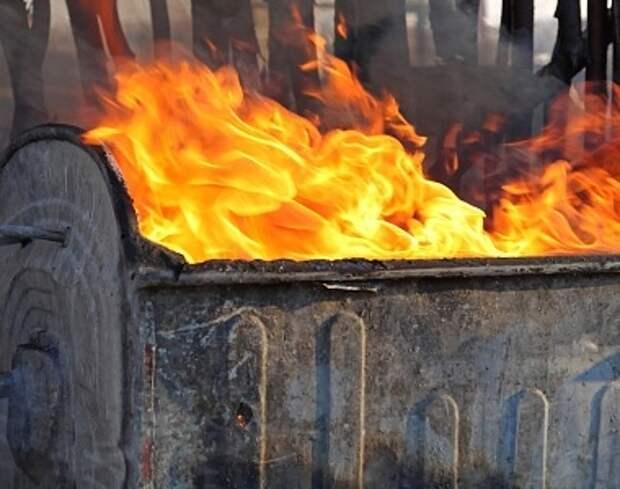 На 2-ой Хуторской горел строительный контейнер