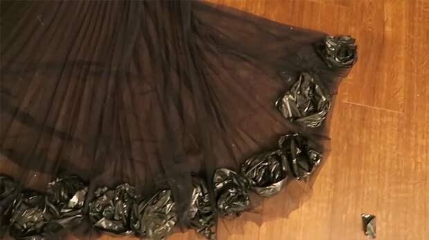 Платье из мусорных пакетов Эмбер Шолл