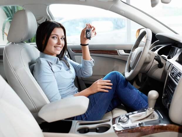 О каком автомобиле мечтают женщины, а какой им подарили бы мужчины