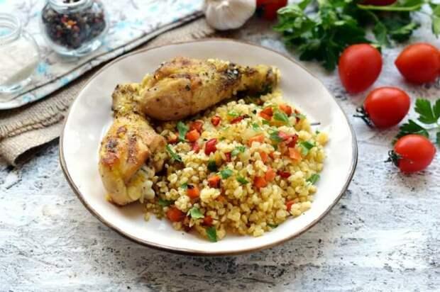 Куриное филе с булгуром и овощами. \ Фото: pinterest.com.