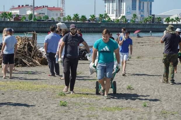 В Сочи за субботник убрали более 200 тонн мусора с подтопленных территорий