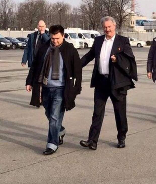 Мама министра иностранных дел Украины купила на вырост джинсы своему сыну? (ВИДЕО)