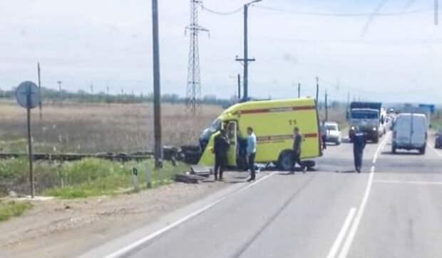На Кубани локомотив протаранил машину скорой помощи