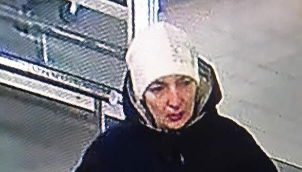 Полицейские Подольска разыскивают женщину, подозреваемую в кражах из магазинов