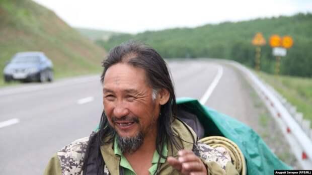 «Ты не шаман». Бурятские шаманы-патриоты остановили шамана из Якутии, который идёт в Москву «изгонять дьявола»