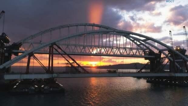 Как случилось, что фрагмент железнодорожного пролета Крымского моста съехал в море?