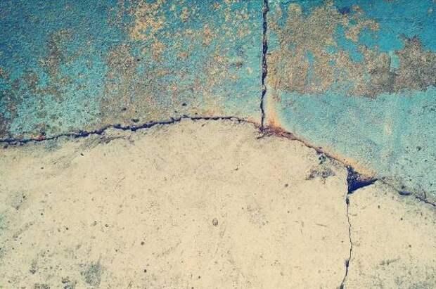 В мэрии Омска назвали причину обрушения стены дома в Нефтяниках