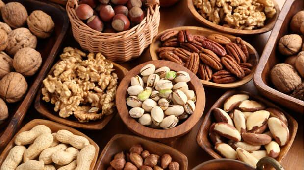 Диетолог рассказала, сколько орехов в день не вредит здоровью