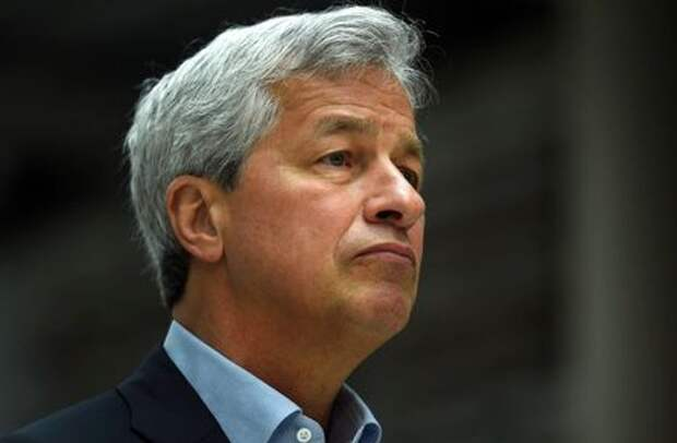 JP Morgan CEO Jamie Dimon speaks at a Remain in the EU campaign event attended by Britain's Chancellor of the Exchequer George Osborne (not shown) at JP Morgan's corporate centre in Bournemouth, southern Britain, June 3, 2016. REUTERS/Dylan Martinez