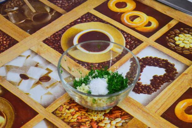 В укроп с чесноком добавляем соль Айдахо, видео, еда, картофель в духовке, своими руками