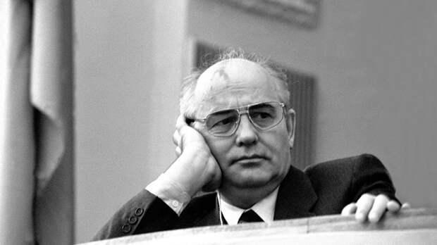 """Брежнев дал """"царское"""" прозвище Горбачёву: Как первый президент СССР пробивал себе путь к власти?"""