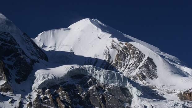 Три альпиниста из России пропали вблизи горного массива в Непале