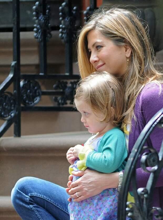 дженнифер энистон с ребенком