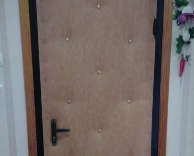 Обивка позволяла сделать дверь уникальной / Фото: youla.ru