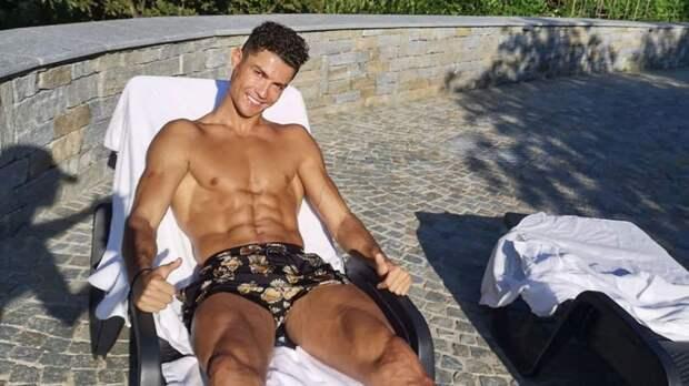 Роналду показал фото отдыха на шезлонге: «Перезарядка»