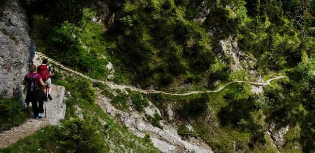 Итоги дня: спасение в горах туристки из Удмуртии и проблемы при оформлении «путинских» пособий