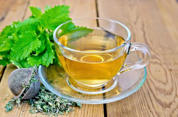 У чая с мелиссой выраженное успокоительное свойство