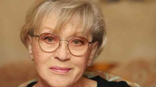 «Пример для подражания»: внучка Алисы Фрейндлих показала как выглядит её знаменитая 83-летняя бабушка