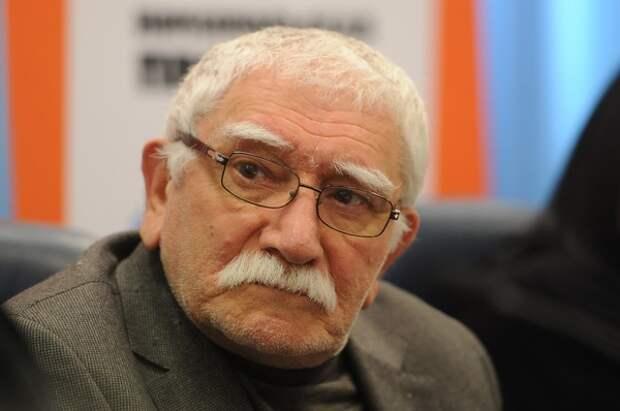 Стало известно, кого хочет видеть коллектив театра Армена Джигарханяна новым худруком