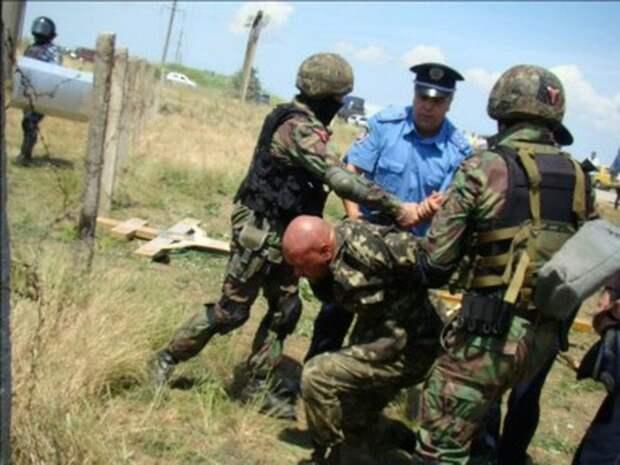 Феодосия, 2011. Защитники Поклонного креста Кровавое противостояние
