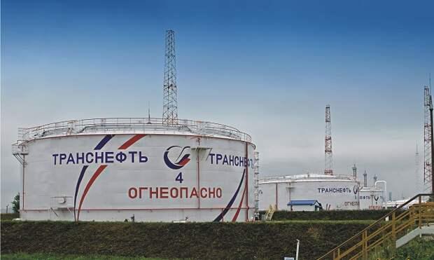 Крышуемое полицией ОПГ похищало нефтепродукты с завода в Ленобласти