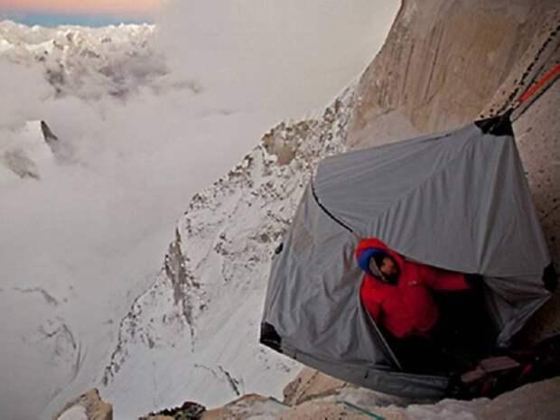 Да ночь продержаться: как скалолазы спят в горах