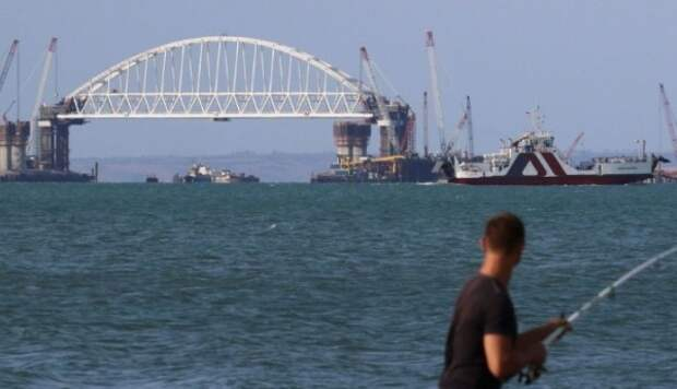 Украинцы со всего света слетаются на Крымский мост
