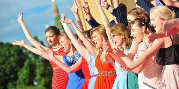 Для выпускного в Парке Горького изготовили 18 тыс. масок со специальным дизайном. Фото: mos.ru