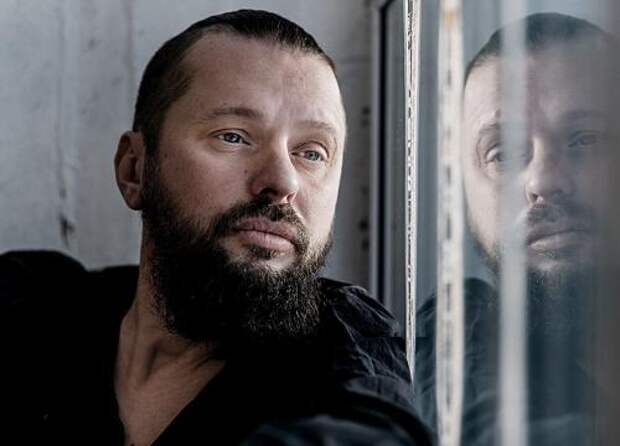Лидер группы «Пилот» Илья Черт рассказал, как проходил его последний звонок