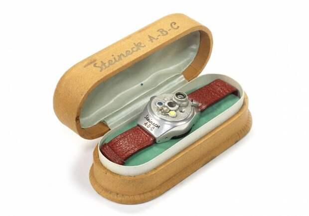 8 шпионских камер из 20 века в виде сигарет, часов и кольца