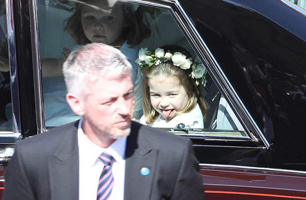 Принцесса Шарлотта на свадьбе года Великобритании: Почему «эта девочка затмила даже невесту»