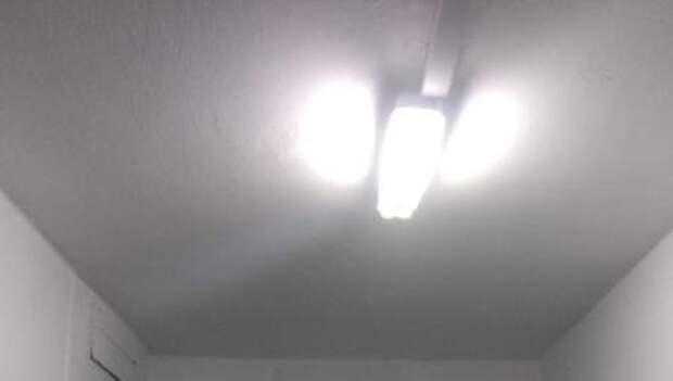 В подъезде дома на Угличской восстановили освещение