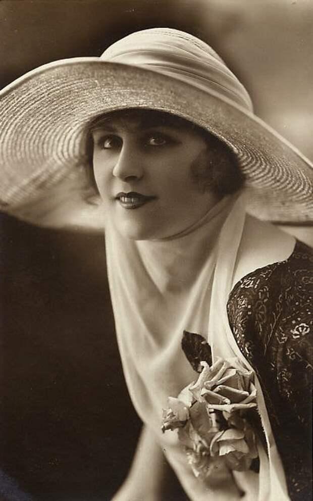 Игривые женские винтажные портреты начала века