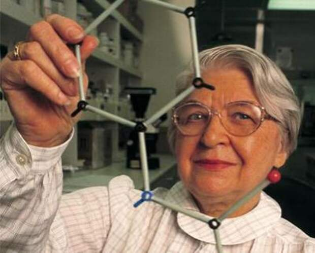 В 1965 году доктор Стефании Кволек (Stephanie Kwolek) изобрела синтетический материал полипарафенилен-терефталамид, более известный, как кевлар, который в пять раз сильнее стали.