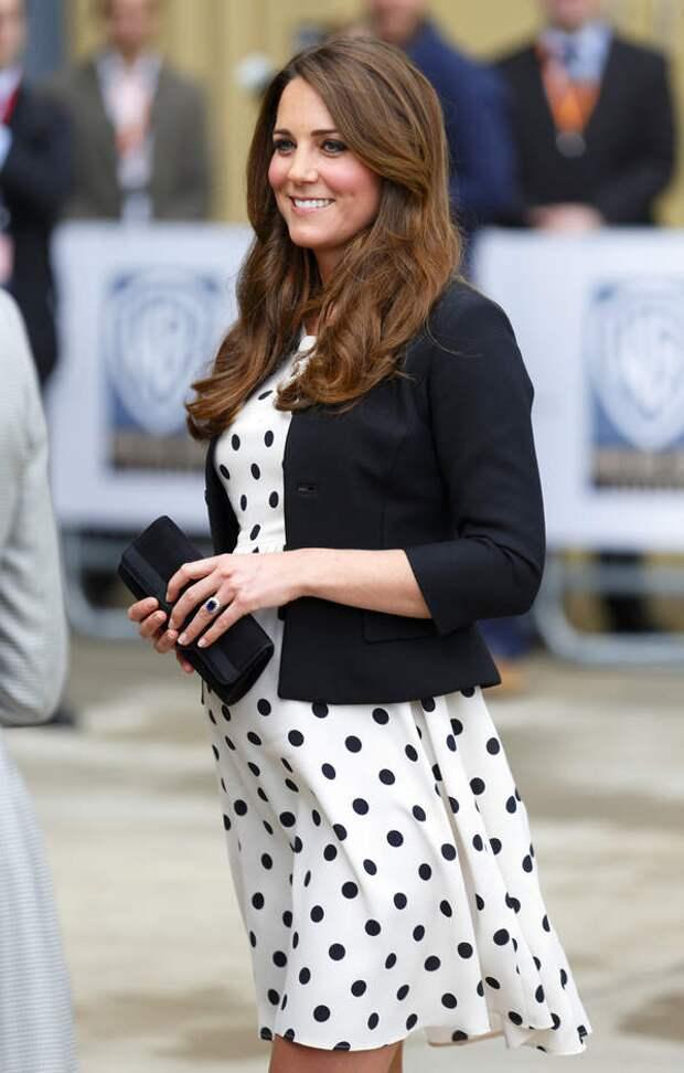 Принцесса Кейт беременна, 2013 год. Это был первый ребенок пары, принц Джордж.