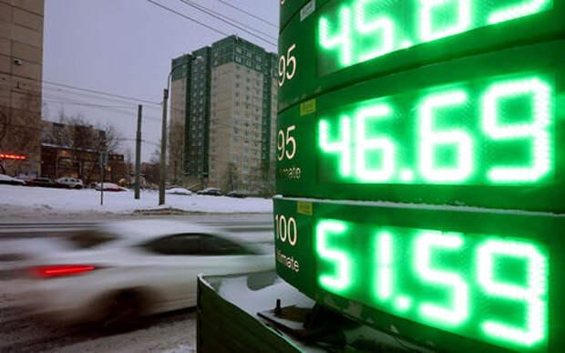 Бензин в России дешевый, только купить получится мало! Исследование