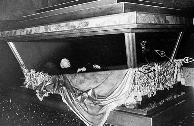 Что Гитлер хотел сделать с телом Ленина после захвата Москвы