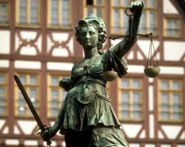 Несогласная Ахеджакова призвала опротестовать приговор Серебренникову