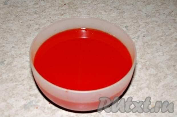 Перечный сок не выкидывать, собрать в одну миску, а затем разлить по небольшим контейнерам и заморозить. Зимой его можно добавлять в различные блюда.