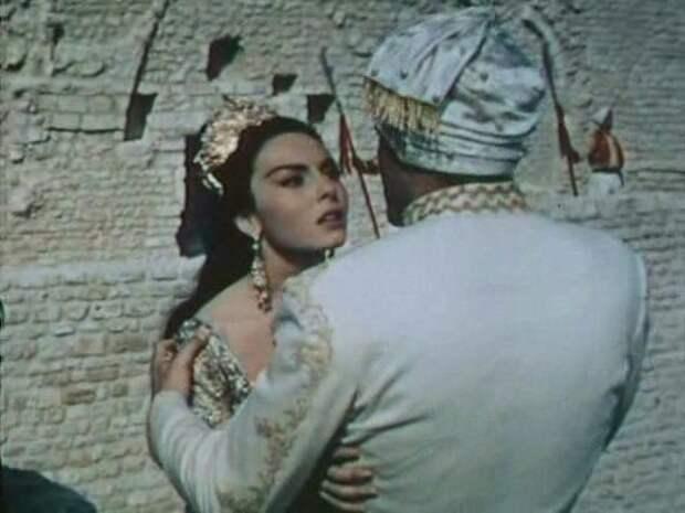 """Мишель Мерсье в образе восточной принцессы. Фильм """"Волшебная лампа Алладина"""" (1961)"""