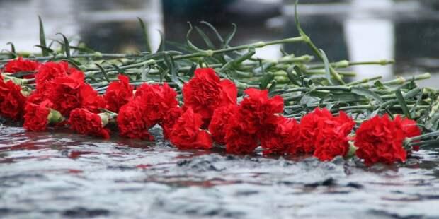 Возложение цветов. Фото: mos.ru