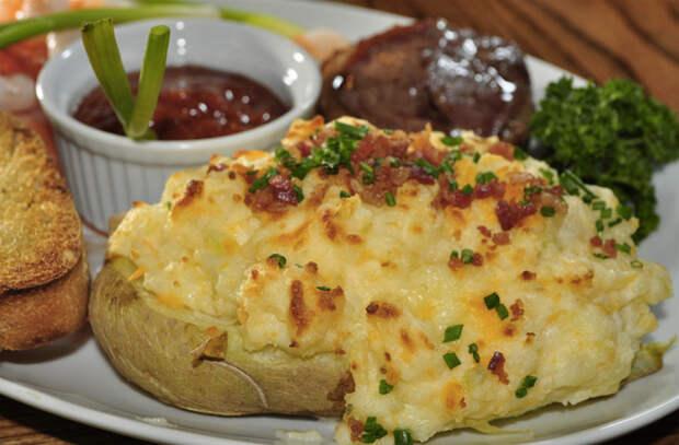 Запекли картошку и просто каждый день меняем начинку: вкусы не надоедают месяц